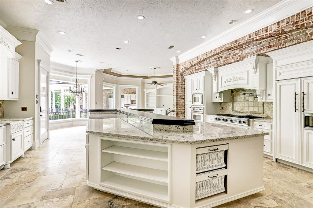 Adrian Peterson house - 5