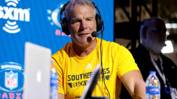 Brett Favre Says Packers Fans Need To R-E-L-A-X About Rodgers Situation