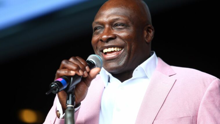Bruce Smith Lets Packers Know It Needs To Get Right With Aaron Rodgers