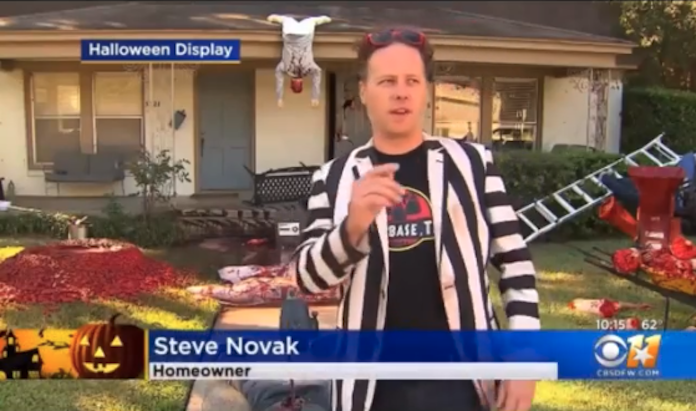 Dallas Halloween bloody decorations cops called Steven Novak