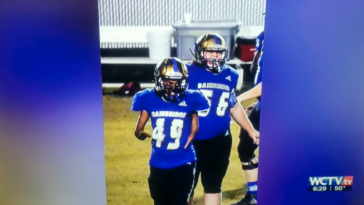 Georgia high school football player born without hands catches pass