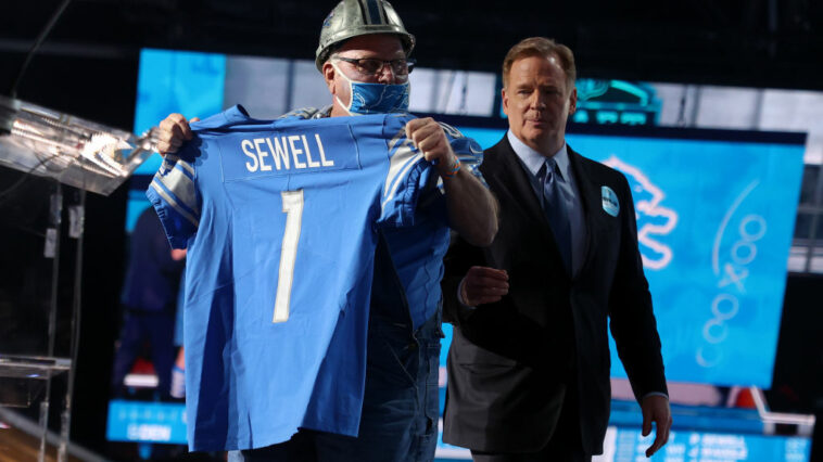 Penei Sewell 'Acts Like a Grown Man' Already, Teammate Says