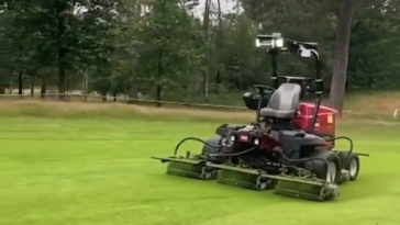 Self-driving golf course mower