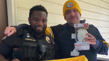 Tennessee police officer bonds with Steelers fan over football